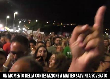 Salvini contestato a Soverato