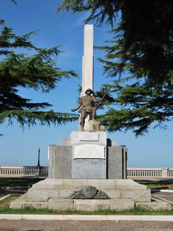 Monumento ai Caduti rosarno