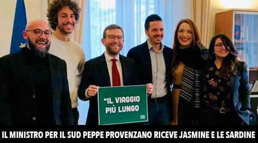 Il ministro Peppe Provenzano e le sardine a Roma