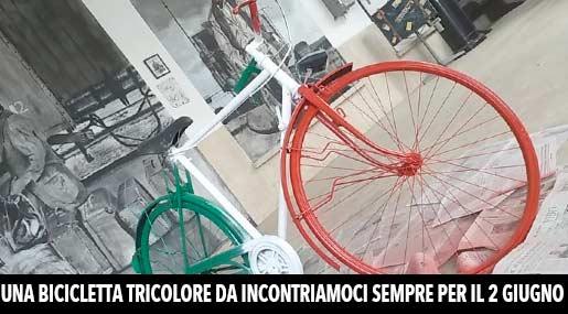 La biciletta tricolore di Incontriamoci sempre a Reggio