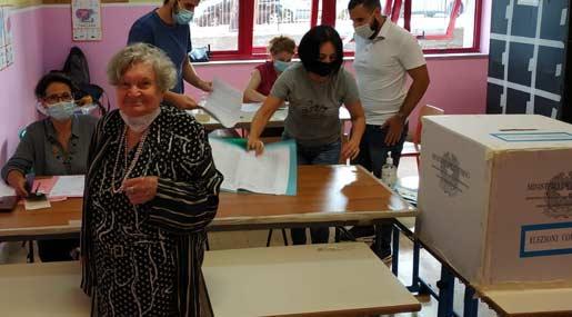 Fortunata Violi, elettrice al ballottaggio a Reggio a 96 anni
