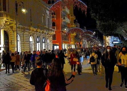 Folla sabato sera a Reggio (Foto di Luigi Palamara)