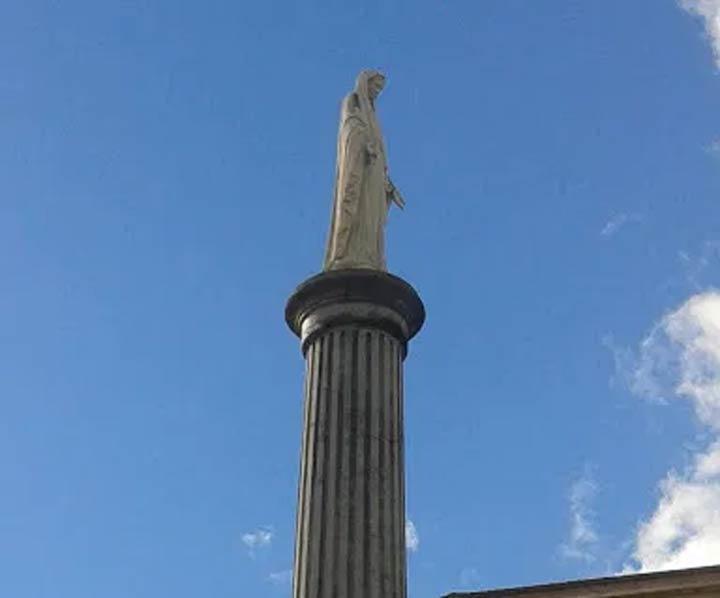 colonna con statua immacolata a Squillace