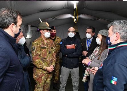 Il generale Figliuolo con il capo della Protezione Civile Curcio a Cosenza tra il sindaco Occhiuto e il presidente regionale ff Spirlì