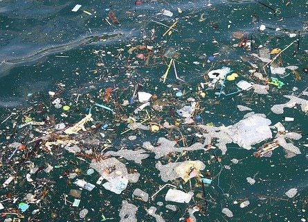 I fondali dello Stretto pieni di spazzatura