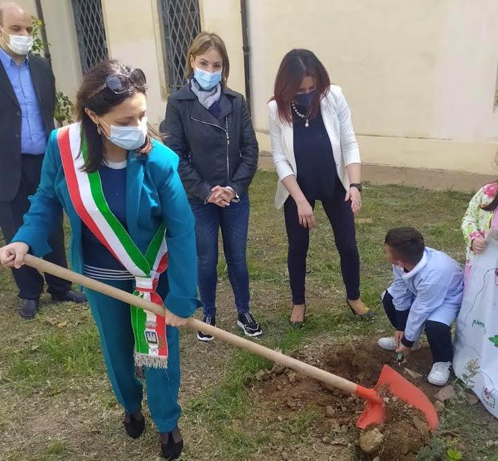 piantumate le due querce Falcone e Borsellino a Isola Capo Rizzuto