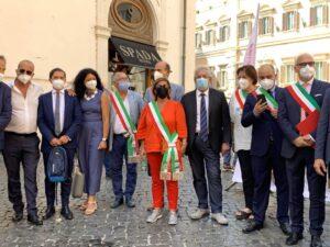 Ernesto Magorno con alcuni sindaci alla manifestazione del 21 luglio