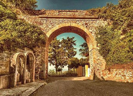 Maida, l'Arco di S. Antonio nel borgo